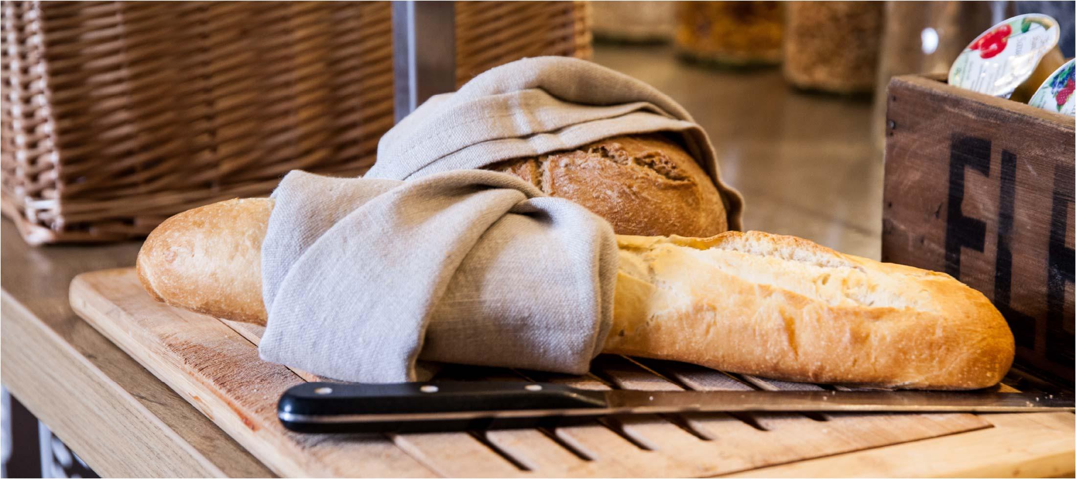 frisches brot und Baguette im urban market ibis Hotels Foodagentur Food and co by baum und garten