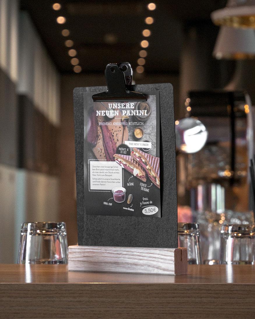 snacks baraufsteller über die neuen Paninis des ibis Hotels